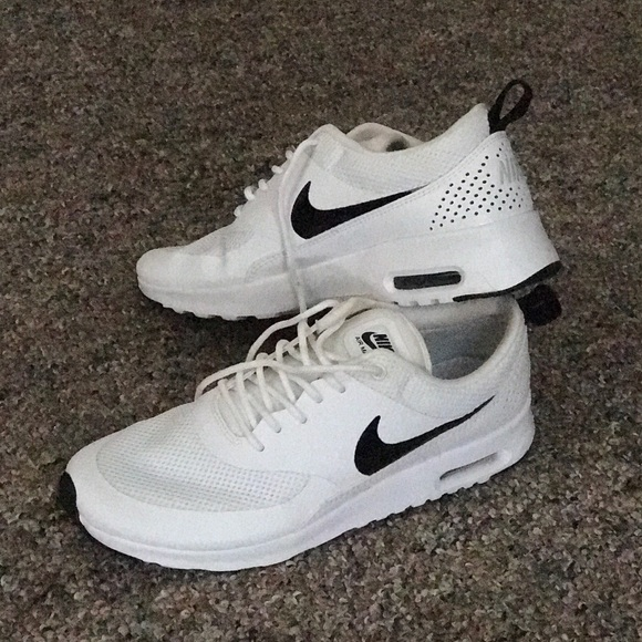 Black and White Nike Air Max Thea women's 9